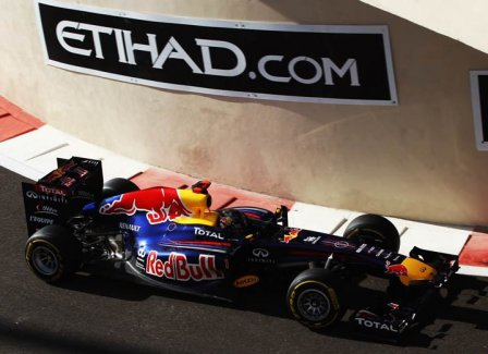 Себастьян Феттель в квалификации на Гран При Абу-Даби 2011