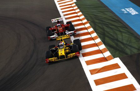 Гран При Абу-Даби 2010. Виталий Петров и Фернандо Алонсо