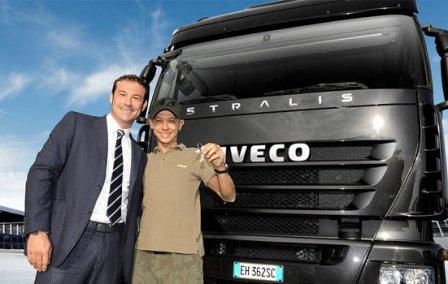 Валентино Росси и маркетинговый директор Iveco Марко Монацелли