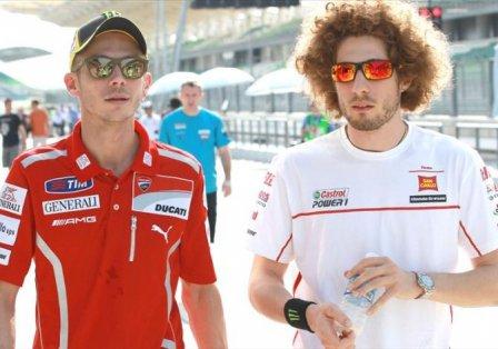 Валентино Росси и Марко Симончелли во время тестов в Сепанге 2011