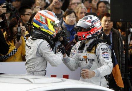 Пол ди Реста и Гэри Паффет после гонки в Шанхае 2010
