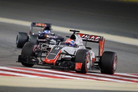 Роман Грожан в гонке на Гран При Бахрейна 2016