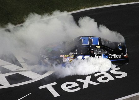 Дэнни Хэмлин,победа в гонке AAA Texas 500 2010