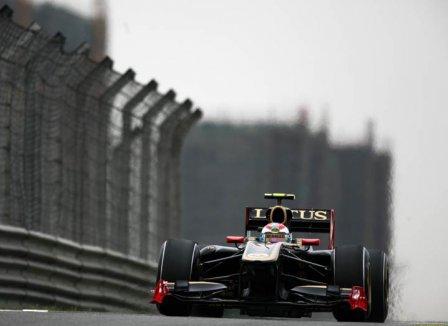 Виталий Петров в квалификации на Гран При Китая 2011