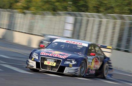 Маттиас Экштрем в гонке DTM в Китае 2010