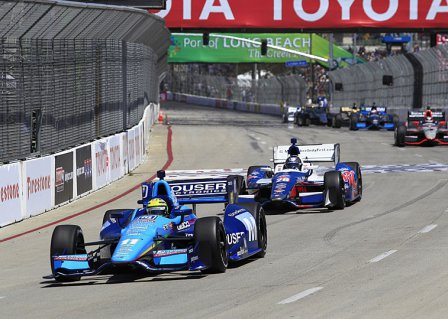 Тони Канаан во время гонки в Лонг-Бич IndyCar 2012