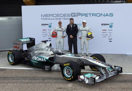 Болид Mercedes W02
