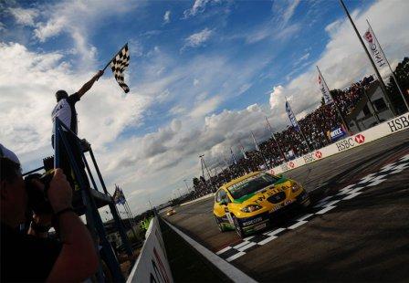 Победный финиш Габриэле Тарквини на Гран При Бразилии WTCC 2010