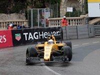 Кевин Магнуссен в гонке на Гран При Монако 2016