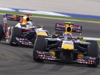Марк Уэббер впереди Себастьяна Феттеля на Гран При Турции 2010