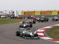 Нико Росберг лидирует в гонке на Гран При Китая 2012