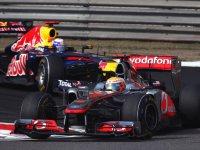 Льюис Хэмилтон в гонке на Гран При Китая 2011