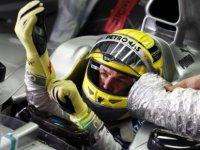 Нико Росберг в кокпите болида Mercedes