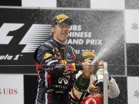 Себастьян Феттель на подиуме Гран При Китая 2011