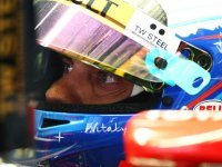 Виталий Петров, в шлеме на  Гран При Китая 2011