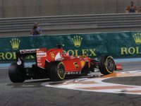 Кими Райкконен в гонке на Гран При Абу-Даби 2015