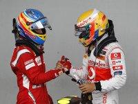 Фернандо Алонсо и Льюис Хэмилтон после гонки на ГП Германии 2011
