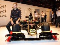 Виталий Петров на презентации Lotus Renault R30