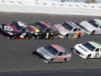 Гонщики NASCAR тестируют новый асфальт в Дайтоне